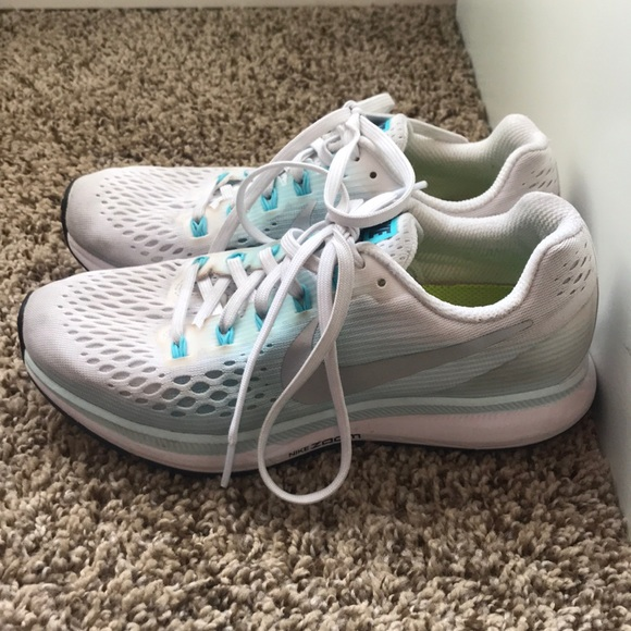 Nike Shoes - Tennis shoes